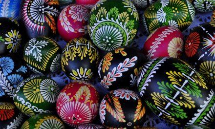 Decorare la tavola di Pasqua con stile: gli indispensabili